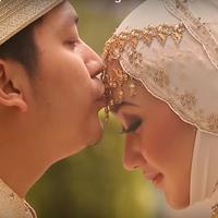 Kabar mengejutkan dari desainer cantik, Dian Pelangi. Dian Menggugat cerai suaminya Tito Haris Prasetyo. Gugatan dilayangkan Dian ke Pengadilan Agama Jakarta Selatan, Kamis (14/7/2016). (dianpelangi.net)