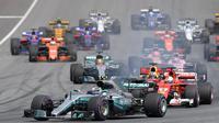 Pebalap Mercedes, Valtteri Bottas, berada di poisisi pertama F1 GP Austria di Sirkuit Red Bull Ring, Minggu (9/7/2017). Valtteri Bottas menjadi yang tercepat dengan catatan waktu 1 jam 21 menit 48,527 detik. (AFP/Joe Klamar)