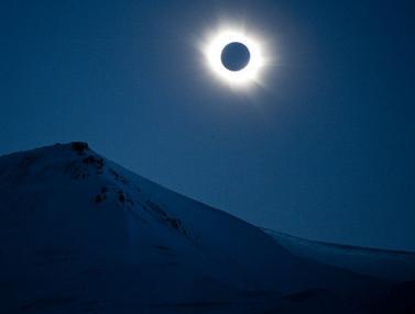 Melihat Keindahan Gerhana Matahari Total
