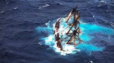 Ilustrasi Kapal Tenggelam (2)