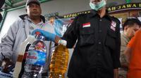 Polisi Geledah Rumah Pembuat Miras Oplosan di Cicalengka. Foto: (Huyugo Simbolon/Liputan6.com)