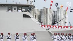 Suasana peresmian armada baru KRI Kurau 856 di Dermaga Pelabuhan Sunda Kelapa, Jakarta, Kamis (6/7). KRI Kurau 856 merupakan Kapal Patroli Cepat 40 meter ke-16. (Liputan6.com/Faizal Fanani)