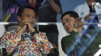 Menpora, Imam Nahrawi (kiri) bersama Ketua INASGOC, Erick Thohir jelang membuka Kejuaraan Junior Senam Artistik Asia ke-15 di Istora Senayan, Jakarta, Rabu (25/4). 20 negera ambil bagian pada ajang ini. (Liputan6.com/Helmi Fithriansyah)