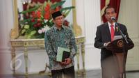 Presiden Jokowi saat mengumumkan, Biaya Penyelenggaraan Ibadah Haji (BPIH) di Istana Merdeka, Jakarta, Rabu (27/5/2015). Penurunan biaya haji ini dapat terbilang cukup drastis, yaitu dari US$ 3.219 menjadi US$ 2.717. (Liputan6.com/Faizal Fanani)
