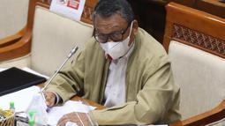 Menteri ESDM, Arifin Tasrif memberikan paparan dalam rapat kerja dengan Komisi VII DPR di Kompleks Parlemen, Senayan, Jakarta, Selasa (19/1/2021). Rapat membahas strategis program kerja Kementerian ESDM tahun 2021 serta evaluasi kinerja Kementerian ESDM Tahun 2020. (Liputan6.com/Angga Yuniar)
