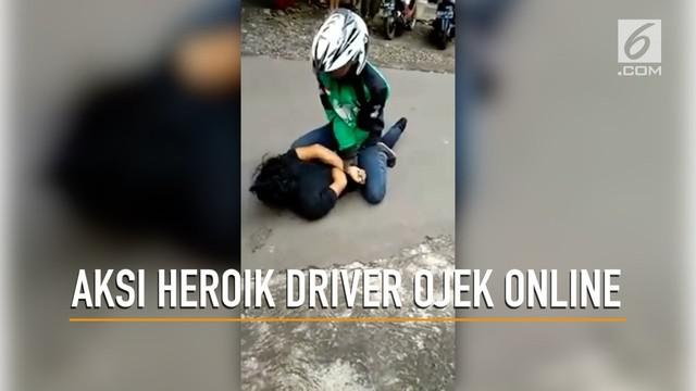 Seorang driver ojek online berhasil meringkus penjambret di Tambulang, Jawa Tengah.