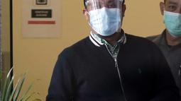 Plt Gubernur Sulawesi Selatan, Andi Sudirman Sulaiman usai menjalani pemeriksaan di Gedung KPK, Jakarta, Selasa (23/3/2021). Andi Sudirman diperiksa sebagai saksi untuk Nurdin Abdullah tersangka suap perizinan dan pembangunan infrastruktur Pemprov Sulsel 2020-2021. (Liputan6.com/Helmi Fithriansyah)