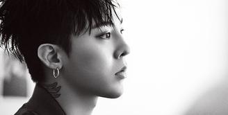 G-Dragon merupakan salah satu idol Korea Selatan yang multi talenta. Selain jago soal rap, ia juga dianugerahi dengan wajah yang tampan. Ia juga idol yang melek dengan fashion. (Foto: Soompi.com)