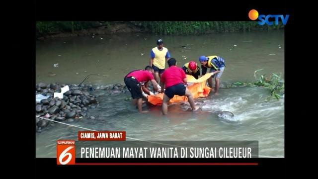 Warga Janggala, Ciamis, Jawa Barat, digegerkan dengan penemuan jasad wanita yang tersangkut bebatuan di Sungai Cileueur. Saat ditemukan korban menggunakan kaos putih dan celana hitam.