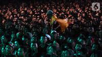 Penonton saat menyaksikan penampilan penyanyi Didi Kempot dalam perayaan Harlah ke-20 Fraksi PKB DPR RI di Kompleks Parlemen Senayan, Jakarta, Kamis (31/10/2019). The Godfather of Broken Heart tersebut membawakan sejumlah lagu di antaranya 'Kalung Emas' dan 'Cidro'. (Liputan6.com/JohanTallo)
