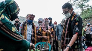 Menparekraf Sandiaga Uno berkunjung ke Rumah Adat Uma Lengge Wawo, Desa Maria, Kecamatan Wawo, Kabupaten Bima, NTB