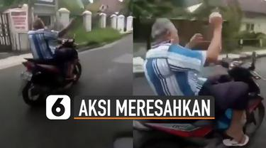 Aksi pria paruh baya mengendarai motor dengan lepas tangan beredar di media sosial. Hal itu bisa membahayakan pengendara lain dan dirinya sendiri.