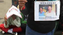 Petani saat unjuk rasa menolak kriminalisasi aktivis lingkungan hidup di depan Istana Negara, Jakarta, Kamis (11/12). Aksi ini merupakan bagian peringatan Hari Hak Asasi Manusia Internasional. (Liputan6.com/Immanuel Antonius)