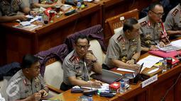 Kapolri Jenderal Tito Karnavian bersama Wakapolri Komjen Pol Syafruddin mengikuti rapat dengan Komisi III di Gedung Parlemen Senayan, Jakarta, Senin (5/12). Selain itu, rapat juga membahas evaluasi Pasca Demo 411 dan 212 kemarin. (Liputan6.com/JohanTallo)