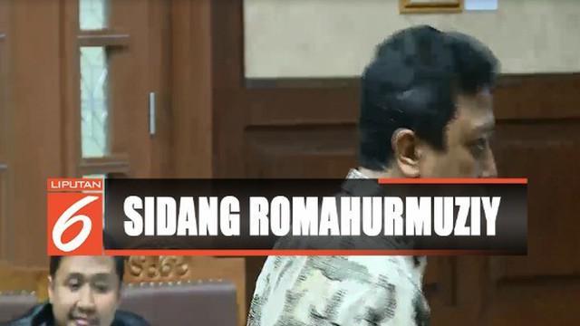 Romi memohon kepada hakim untuk bisa pindah tahanan ke Rutan Cipinang dengan alasan tidak konsentrasi ketika beribadah.