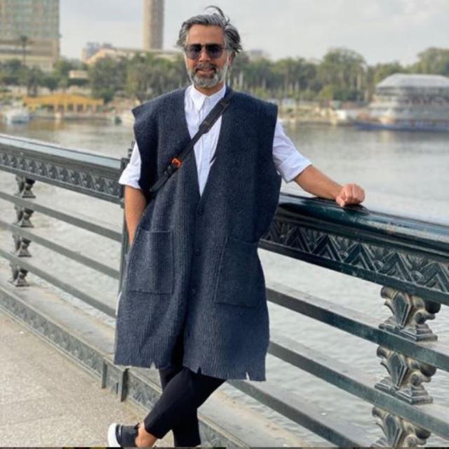 Viral, Gaya Pria Arab Pakai Gamis dan Bawa Tas Hermes