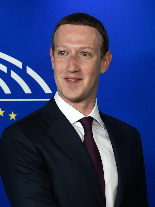 CEO Facebook Mark Zuckerberg sebelum memberi keterangan di depan Parlemen  Eropa di Brussel f0b0ee3d29