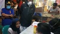 Wali Kota Padang Mahyeldi Ansharullah meninjau akses masuk di perbatasan.