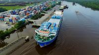 Aktivitas bongkar muat barang di Pelabuhan Pelindo 1 Pekanbaru (dok: Pelindo I)