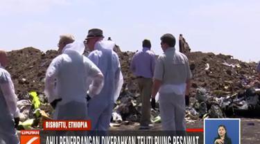 Mereka menginvestigasi puing-puing pesawat yang jatuh pada hari Minggu 10 Maret 2019 lalu, untuk menemukan penyebab terjadinya tragedi memilukan itu.