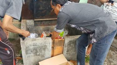 Seorang tukang bakso keliling di kota Palembang, yang ternyata juga spesialis mengutil pakaian di mall.