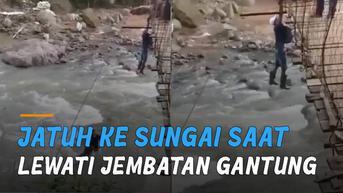 VIDEO: Pemotor Terpeleset dan Jatuh ke Sungai Saat Melewati Jembatan Gantung