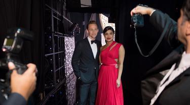 Tom Hiddleston dan Priyanka Chopra