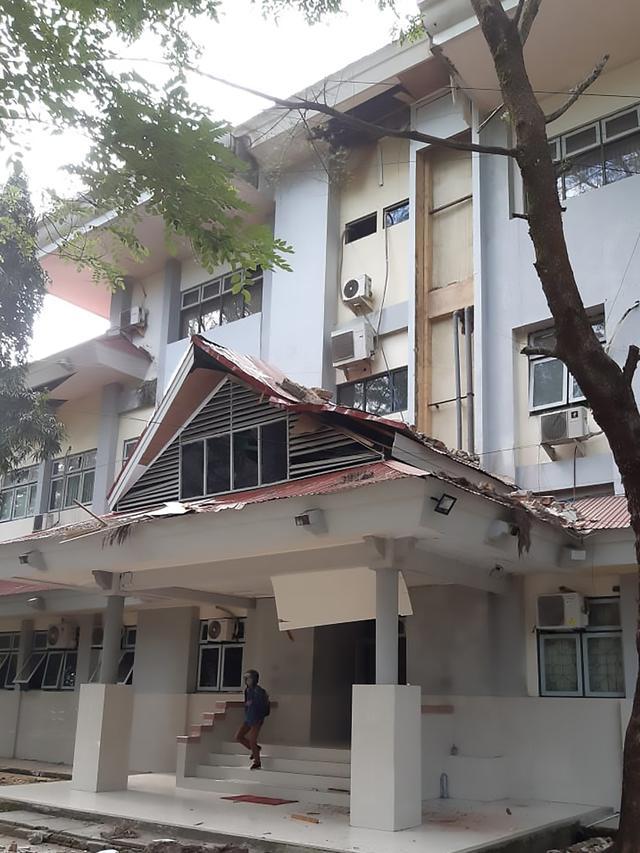 Gempa M 6,8 di Ambon, Warga Berhamburan ke Jalan