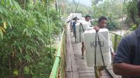 KPU Bone Bolango mendistribusikan logistik Pemilu ke kecamatan Pinogu. (Liputan6.com/Andri Arnold)
