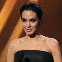 Angelina Jolie membantah kabar dirinya telah memiliki pria lain setelah cerai dari Brad Pitt (AP Files)