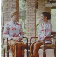 [Bintang] 10 Ide Pernikahan Tema Batik yang Indonesia Banget