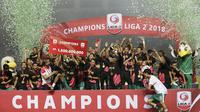 Pemain PSS Sleman merayakan juara Liga 2 usai menaklukkan  Semen Padang pada laga Liga 2 di Stadion Pakansari, Jawa Barat, Selasa (04/12). PSS Sleman menang 2-0 atas Semen Padang. (Bola.com/M Iqbal Ichsan)