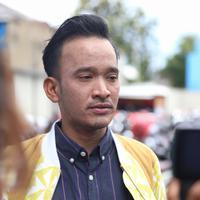 Berita yang sempat viral itu hingga terdengar pada presenter dan pemeran, Ruben Onsu. Suami Sarwendah itu tak kuasa menahan haru ketika baru membaca berita tersebut. (Nurwahyunan/Bintang.com)