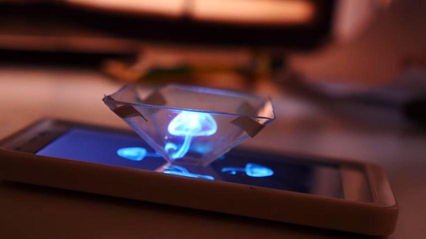 Recycle tempat CD dan ponselmu untuk bikin pajangan hologram 3D! :D