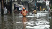 Banjir sambangi kawasan Kemang Utara. Selain jalan, rumah warga, dan sejumlah kios juga terendam banjir.