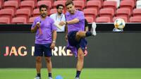 Mauricio Pochettino ikut berlatih bersama pemain Tottenham Hotspur di Stadion Nasional Singapura. (International Champions Cup/Suhami Abdullah)