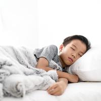 ilustrasi anak tidur/copyright By TinnaPong from Shutterstock