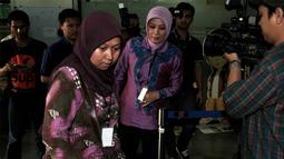 Kedatangan Eli Halimah untuk menjenguk suaminya yang ditangkap KPK karena kasus dugaan suap konversi lahan Bogor-Puncak-Cianjur (Bopunjur), Jakarta, Jumat (9/5/2014) (Liputan6.com/Johan Tallo)