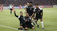 Pemain Home United melakukan selebrasi usai membobol gawang Persija Jakarta pada laga Piala AFC di SUGBK, Jakarta, Selasa (15/5/2018). Persija takluk 1-3 dari Home United. (Bola.com/M Iqbal Ichsan)