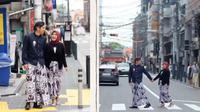 Haryanto dan Novia menggunakan baju adat Jawa Tengah saat prewedding di Jepang. Sumber: Hassan Hans