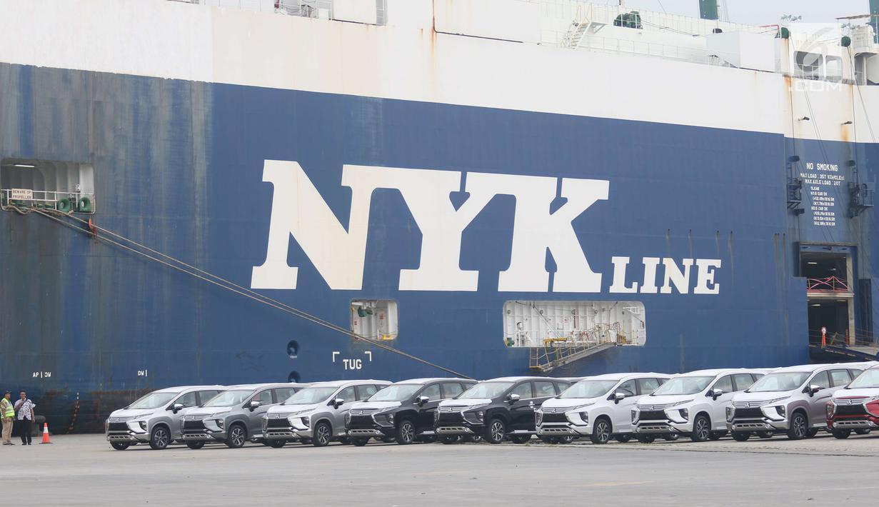 Deretan mobil Mitsubishi Xpander yang siap diekspor melalui IPC Car Terminal, PT IKT, Cilincing, Jakarta, Rabu (25/4). Pengiriman akan dimulai untuk, sebelum Thailand, Vietnam dan pasar ekspor lainnya. (Liputan6.com/Angga Yuniar)