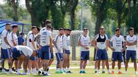 Pemain Argentina, Lionel Messi dan kawan-kawan bersiap berlatih untuk menghadapi Prancis pada 16 besar Piala Dunia 2018 di Bronnitsy, Rusia, Jumat (29/6). (AP Photo/Ricardo Mazalan)