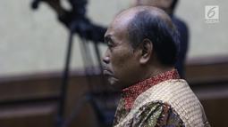 Terdakwa korupsi komisi kegiatan fiktif agen PT Asuransi Jasindo dalam pengadaan asuransi BP Migas-KKKS 2010-2012 dan 2012-2014, Budi Tjahjono jelang sidang putusan di Pengadilan Tipikor, Jakarta, Rabu (10/4). Hakim menyatakan Budi Tjahjono terbukti bersalah. (Liputan6.com/Helmi Fithriansyah)