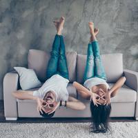Ilustrasi kencan seru di rumah (iStockphoto)