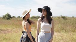 Dalam kesibukannya bermain akting, Dannia Salsabilla kerap unggah momen liburannya dalam media sosial Instagram. Dalam liburannya tersebut, ia pun kerap jalan-jalan bersama dengan selebriti lainnya seperti Elina Joerg, dan Agatha Valerie. (Liputan6.com/IG/@danniasalsabilla)