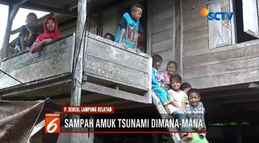 Warga di Pulau Sebesi yang terkena dampak tsunami Selat Sunda terisolir. Mereka belum tersentuh bantuan, dan bertahan hidup melalui hasil kebun yang ada.