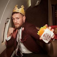 New Normal Hadapi Virus Corona, Burger King Siapkan Topi Super Lebar untuk Jaga Jarak. (Foto: Instagram/ Burger King)
