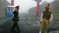 Tentara India dan Tentara China di wilayah perbatasan yang jadi sengketa (Foto:AFP)