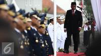 Menhub, Budi Karya Sumadi memimpin upacara pelantikan di STPI Curug, Tangerang, Kamis (8/9). Sebanyak 2.116 perwira transportasi dilantik, Mereka merupakan lulusan dari 14 sekolah transportasi dari matra darat, laut, dan udara. (Liputan6.com/Faizal Fanani