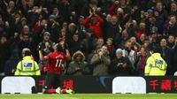 Striker Manchester United, Anthony Martial, merayakan gol yang dicetaknya ke gawang Everton.  (AP Photo/Dave Thompson)